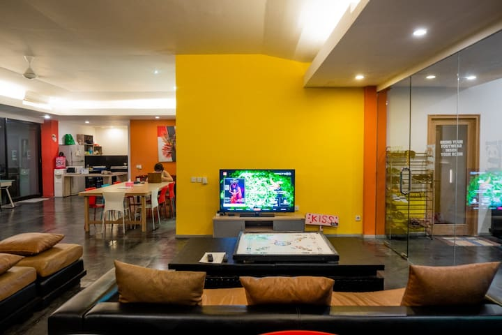 Cozy Hostel and  Working Space at Seminyak Bali