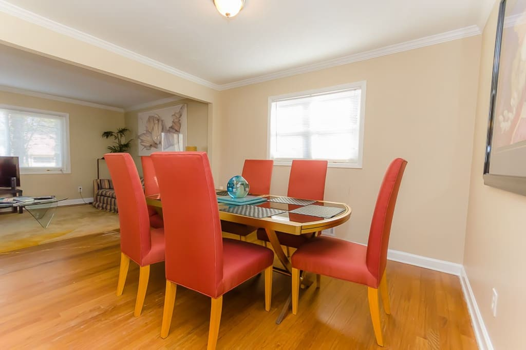 Dining Room with 6 chairs