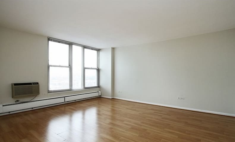 Lovely high-floor 1 Bedroom with amazing views