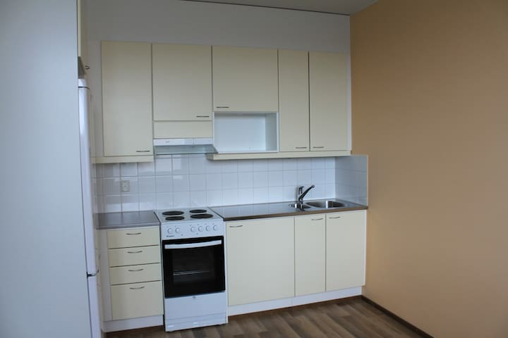 Single bed and kitchen in Centre