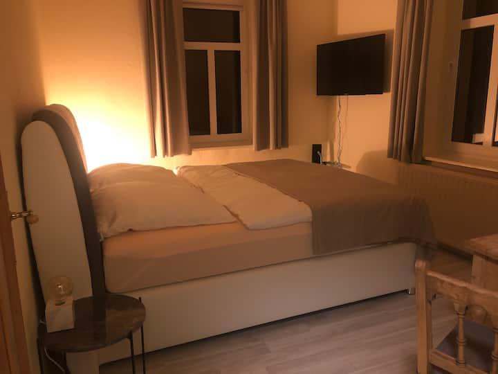 Privates & abgetrenntes Schlafzimmer + eigenes Bad