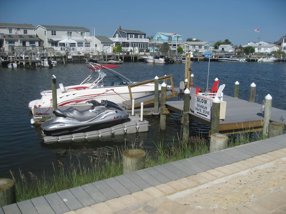 Beautiful dock for your boat, wave runner, fishing, crabbing & swimming conveniently located right in your own back yard