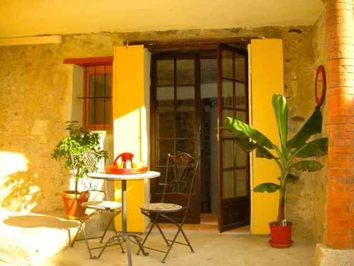 Studio dans un village catalan typique