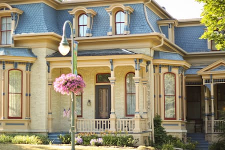 Grand Historical Downtown lodging - Whitewater - Bed & Breakfast