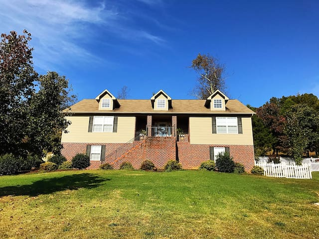 Beautiful Mountain View Home in TN - Jonesborough - Hus