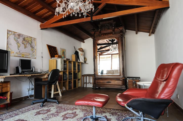 Bright & quiet Attic/Loft - 70m2 - Els Hostalets de Balenyà - บ้าน
