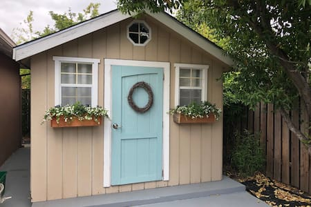 Charming Cottage with Private bathroom & Entrance