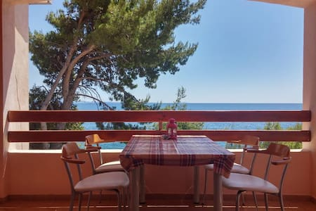 Apartment in first row by the sea - Jelsa