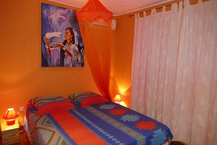 Chambre 1 lit double large 180X200