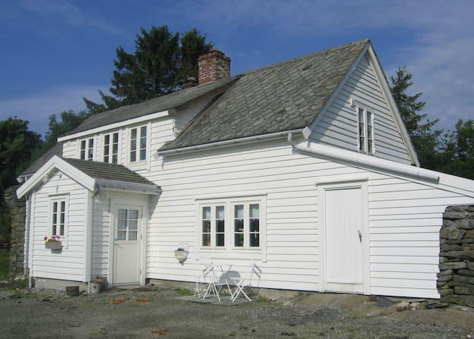 Kartveit Guesthouse - Radøy - Dům
