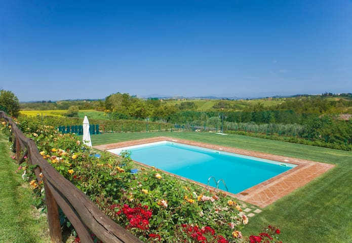 App.with pool and beautiful view, 5+2 - Castelfiorentino