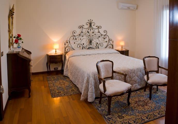 Matrimoniale en suite - 2 - Villa con giardino - Sacile - Casa de camp