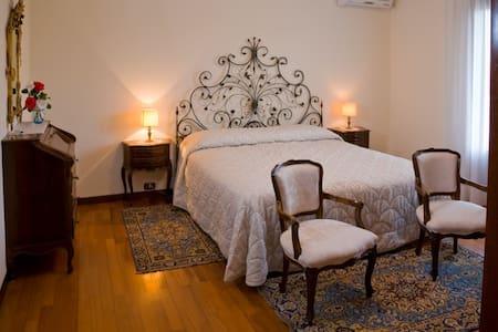 Matrimoniale en suite - 2 - Villa con giardino - Sacile