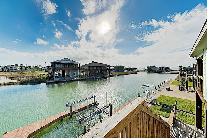 Canal-Front Getaway w/ Enclosed Deck & Boat Dock