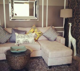 Jr. Suite in a Resort Setting - Palm Springs - Villa