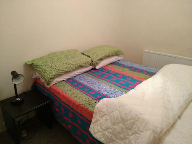 Cosy double room in town centre - Swansea - Bed & Breakfast