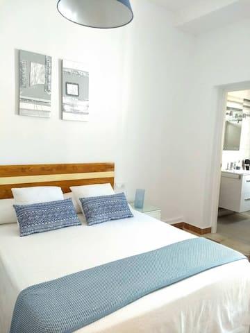 Habitación de matrimonio con cama de 1,35 cm