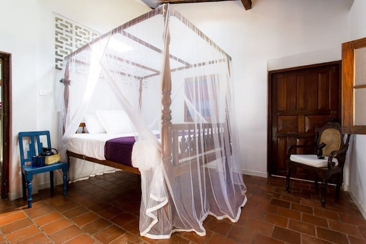 Colonial Tranquil Getaway Among Palms Galle ~