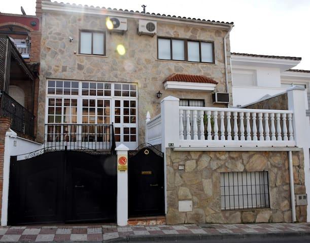 CASA  AMPLIA Y CÓMODA EN CIUDAD PATRIMONIAL - Úbeda - Huis