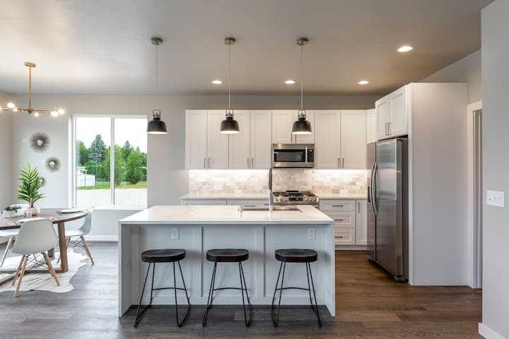 Luxury Home in Spokane- Wifi- Over 3,200 Square Ft