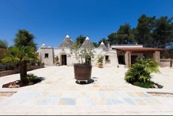 TRULLO WITH JACUZZI IN MARTINA FRANCA