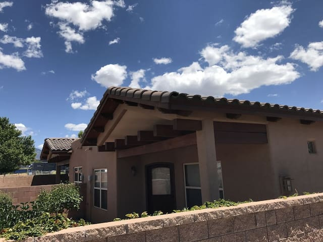Casa La Cueva - upscale custom home