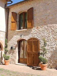 Typical Tuscan farmhouse in Chianti - モンテリッジョーニ