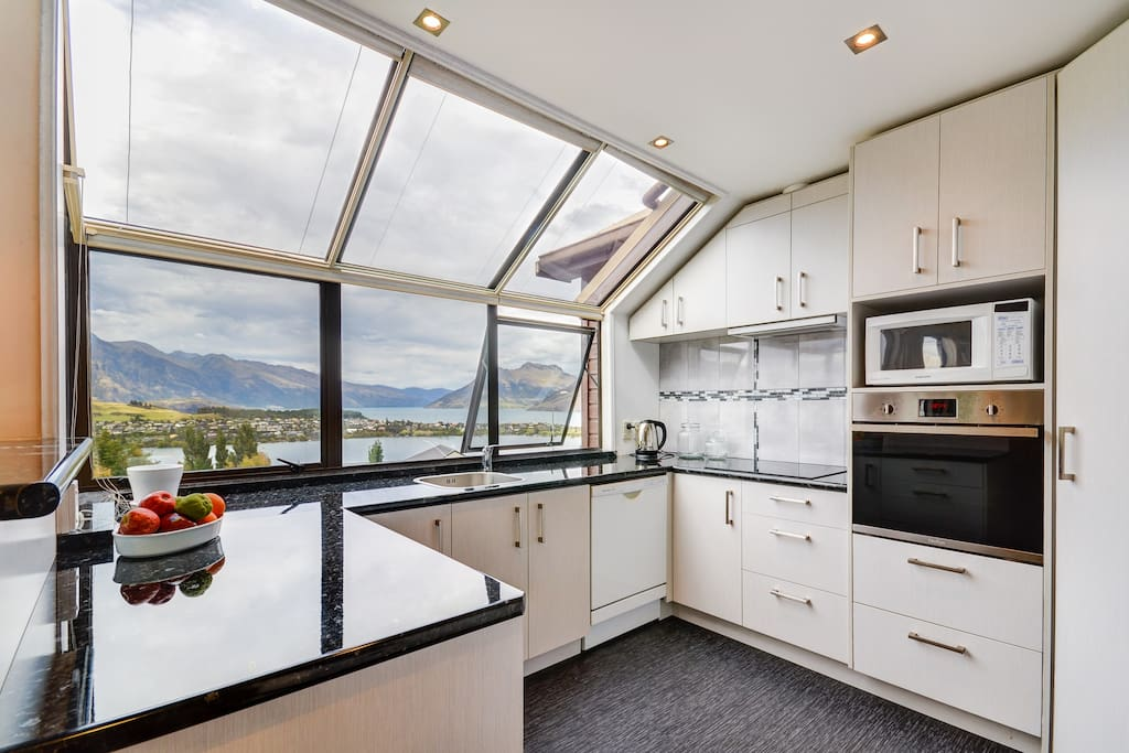 Sparkling clean New Kitchen with amazing Lake and Mountain views