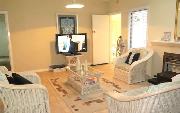SINGLE PRIVATE ROOM + FREE WIFI - Epping - บ้าน