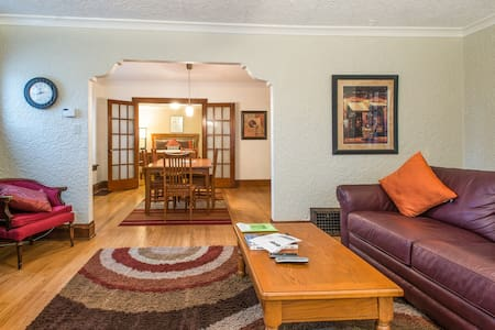 Great location to explore MKE! - Shorewood - Lejlighed
