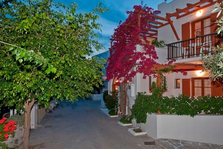 "Holidays in family ""Marisa's rooms"" - Paros - Bed & Breakfast"