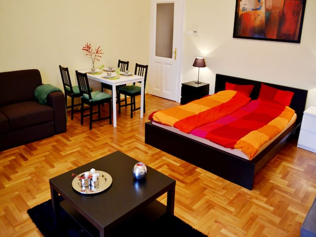Garbo Budapest Apartman - Budapest - Flat