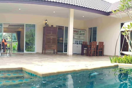 Huay Yai - Spacious well presented pool villa - Bang Lamung District - House