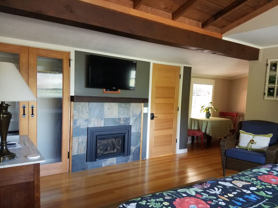 Fireplace, sitting area, dining nook
