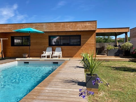 Air-conditioned and equipped wooden guesthouse