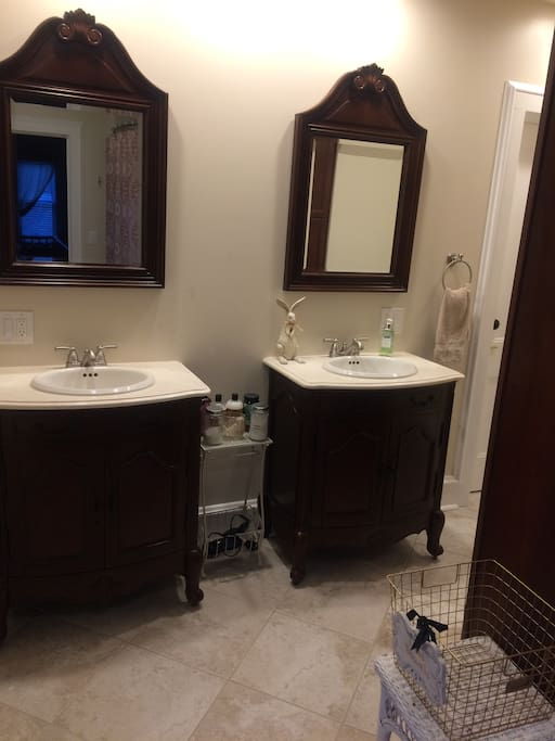 Adjacent full bath, shared with guests in Queen guest room.