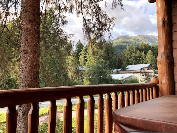 Girdwood Nightly Vacation Condo w/ Hot Tub - B205