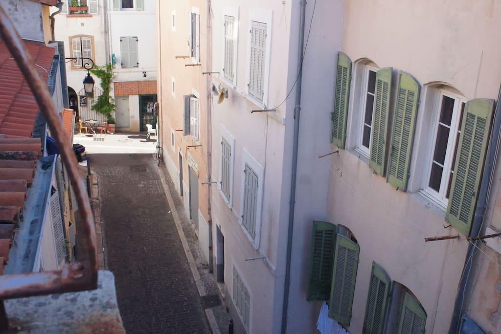 La rue, vue du balcon