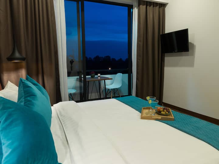 City view room with balcony+Breakfast & Pick up