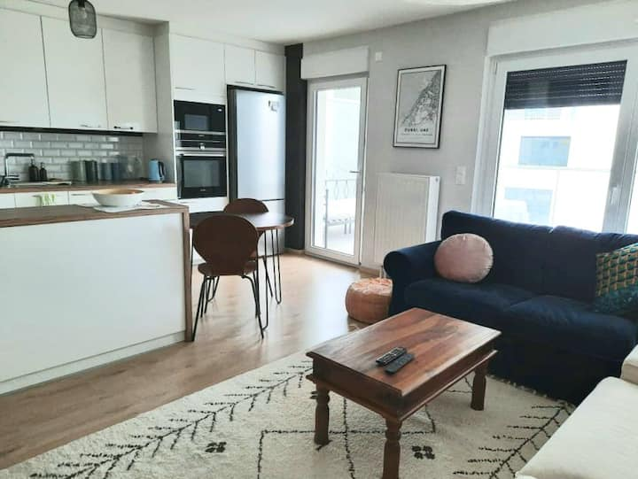 Central, stylish 2BR, brand new near train station