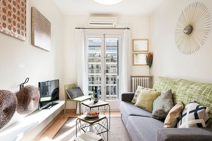BARCELONA | SUNNY APARTMENT|CITYCENTER  ¦