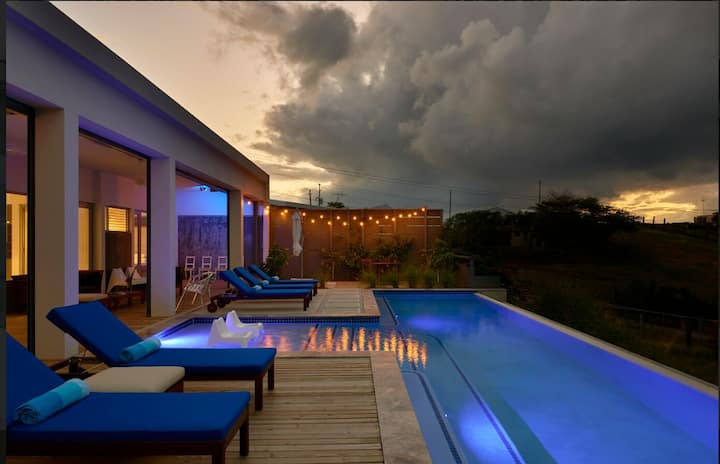 CASA BLUE: LIKE YOUR OWN RESORT!!!