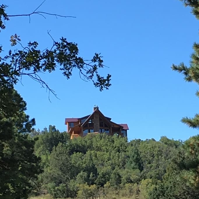 Pink Cliffs Vista, a spectacular cabin on Wapiti (Elk) Ridge, with an incredible view!