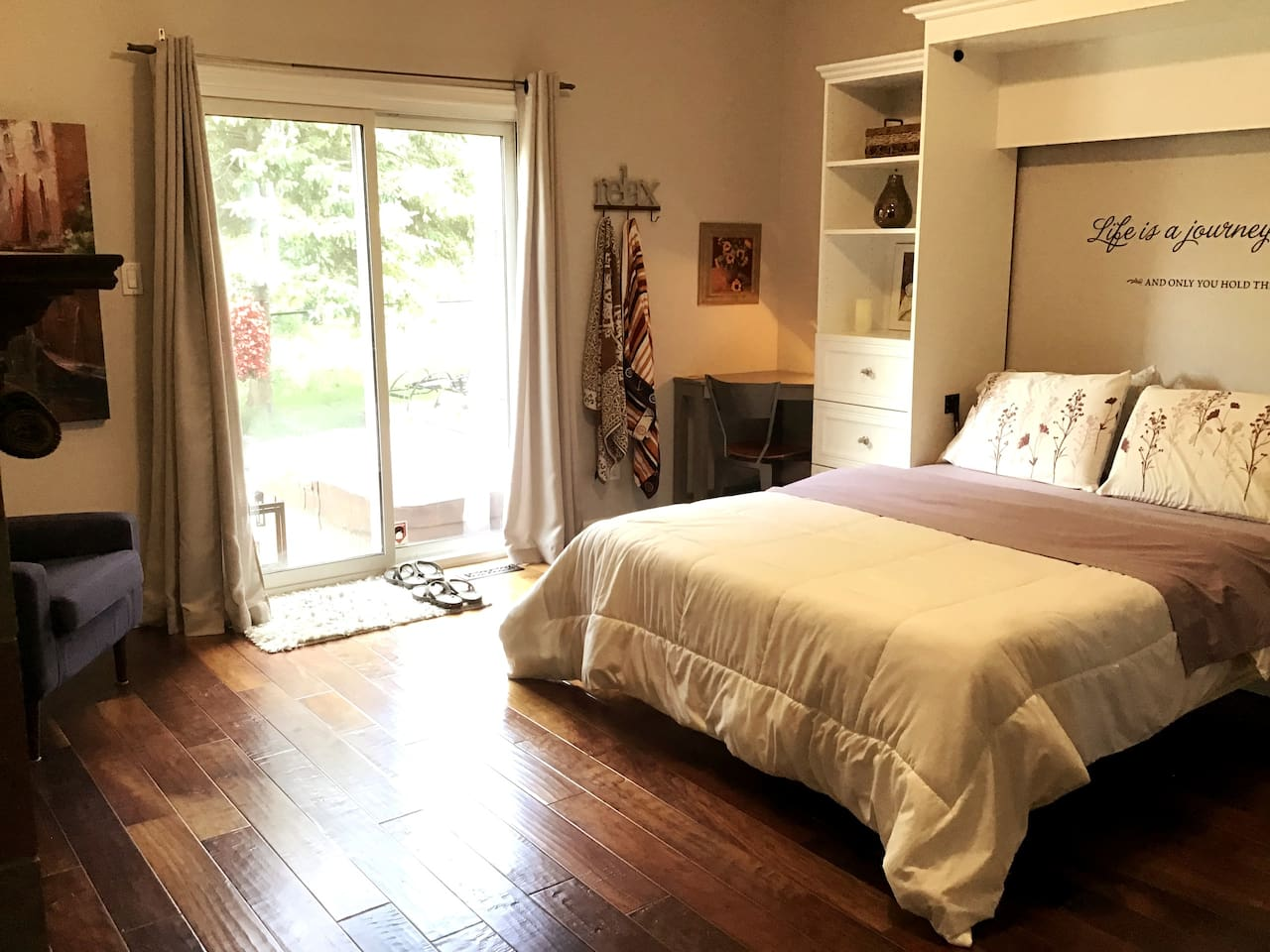 15'x15' Bedroom on main floor with en-suite. Ensuite includes double soaker tub and walk in 4x5, 2 person shower. Cozy, insulated walls and floors. New Memory Foam mattress. Double Sided Fireplace and hot tub 2 steps away.
