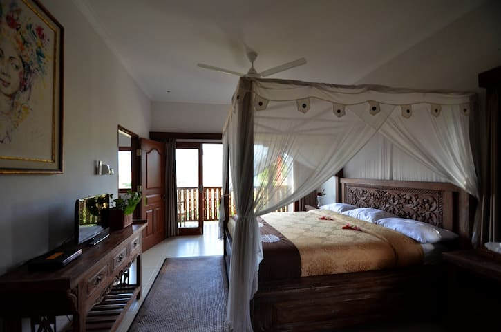 Villa Santai Karangasem 3 (bed rooms )