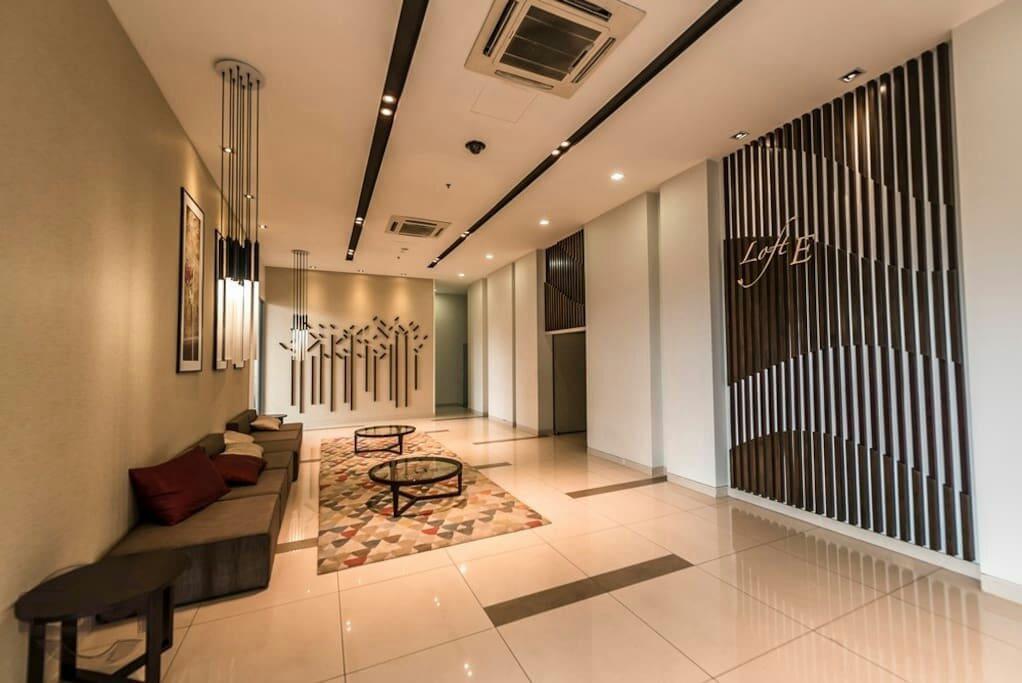 Loft E lobby