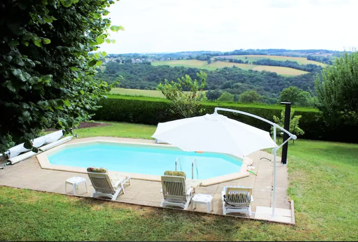 Villa with 6 bedrooms in Mur-de-Barrez, with private pool, enclosed garden and WiFi