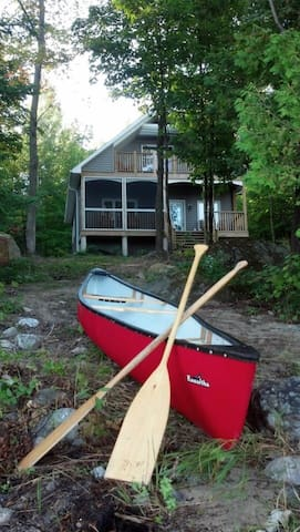 Lakefront Custom New Cottage! - Magnetawan - Mökki
