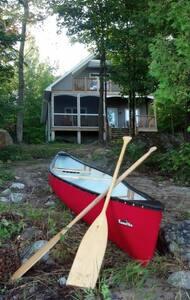 Lakefront Custom New Cottage! - Magnetawan - 통나무집