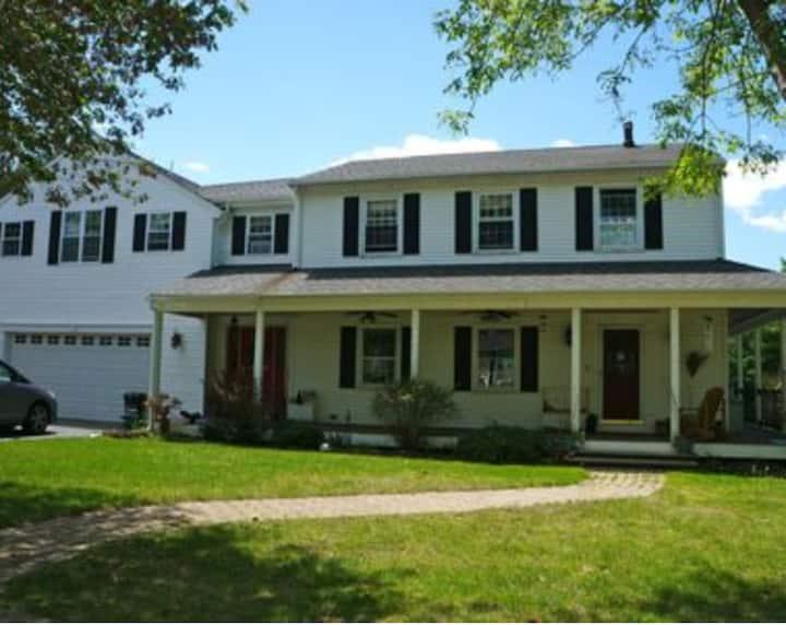 HUGE HOUSE, POOL, BEACH, CENTRAL AC, SLEEPS 10+!!